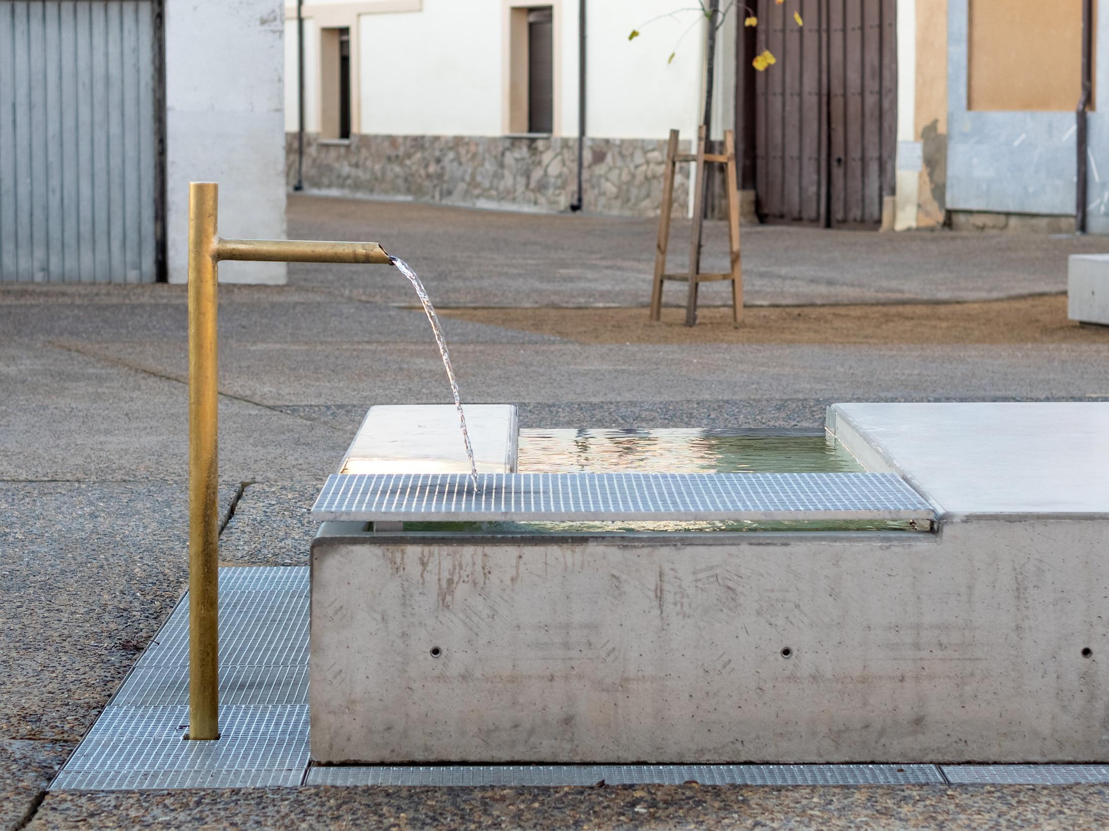 Plaza Mansilla – Fuente artesiana